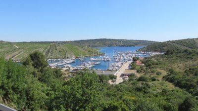 Petit port près de Primosten (Croatie)