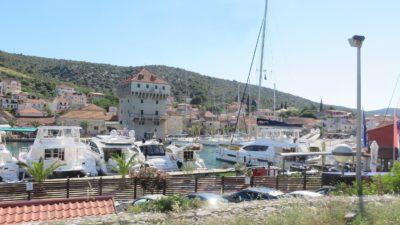 Le petit port de Marina (Croatie)