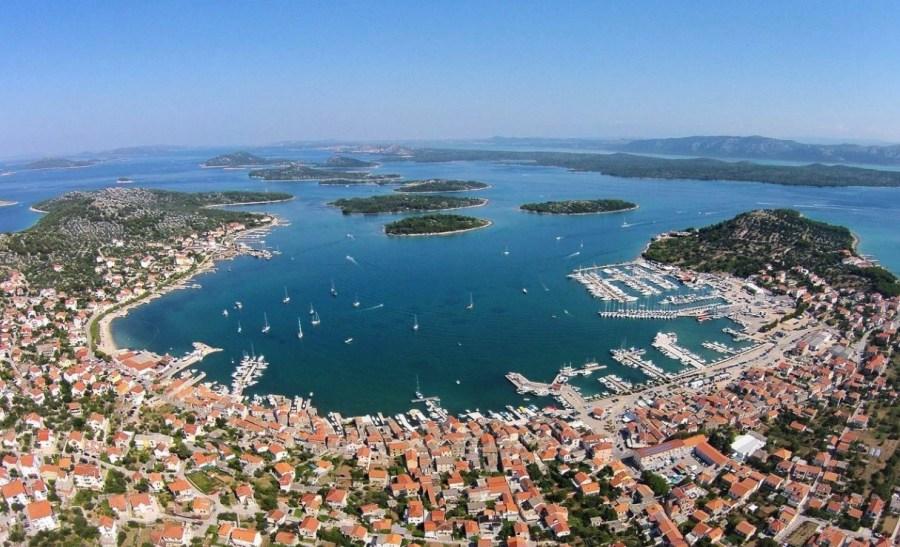 Vue aérienne de Murter - île Murter (Croatie)