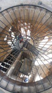 Vue impressionnante des escaliers en colimaçon de la tour de la cathédrale de Trogir