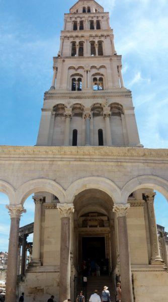 L'immense campanile de la cathédrale St Domnius - Split