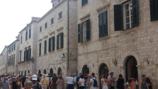 Placa : Rue centrale de la vieille ville de Dubrovnik - Croatie