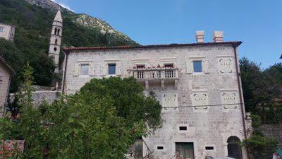 Perast et le clocher de l'église St Nicolas - Monténégro