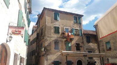 Dans les rues de la vieille ville de Kotor - Monténégro