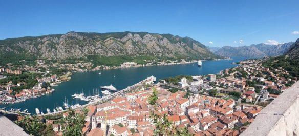 Vue sur Kotor et la baie depuis la muraille - Monténégro
