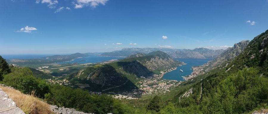Vue magnifique sur les Bouches de Kotor depuis la route Serpentine - Monténégro