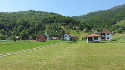 Sur le plateau verdoyant du parc du Durmitor - Monténégro