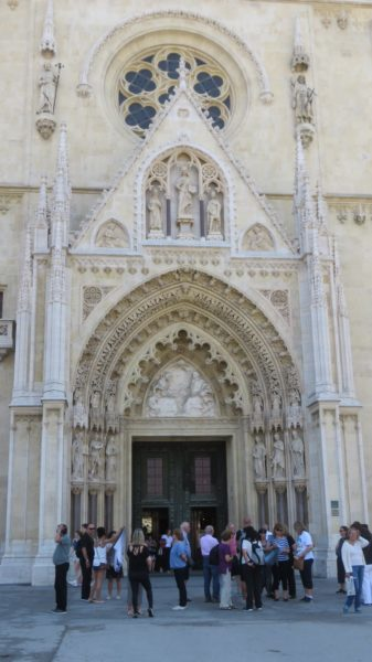 L'entrée de la cathédrale de Zagreb