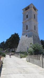 Le campanile de l'église de Tisno (Croatie)