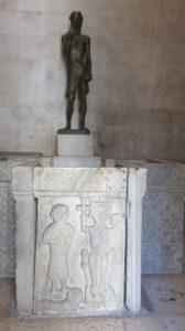Statue de St Jean Baptiste dans le temple romain de Jupiter - Split
