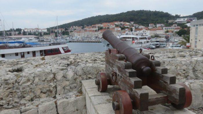 Les canons de la forteresse de Korcula - Croatie