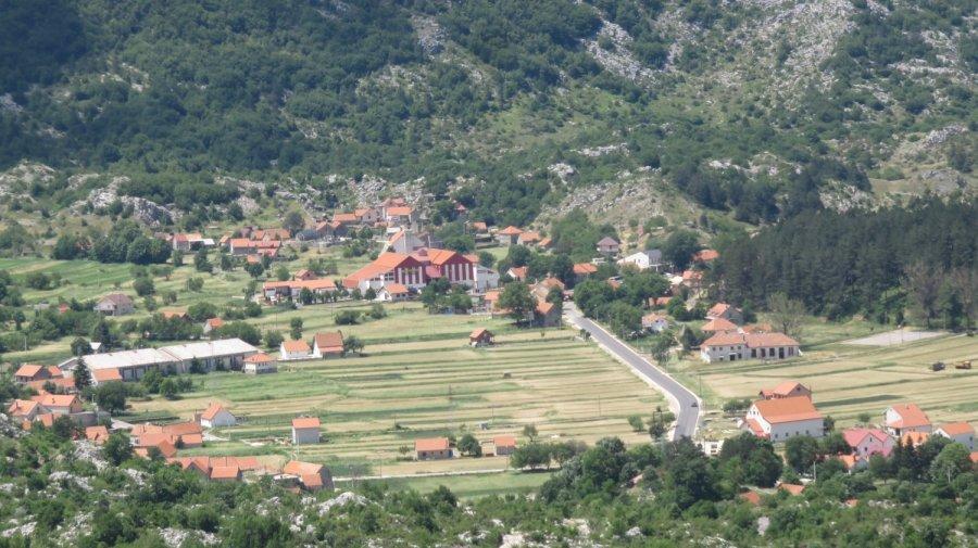 La vallée en direction de Cetinje depuis la route Serpentine - Monténégro