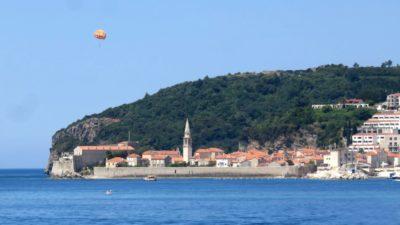 Vue sur la vieille ville de Budva depuis la côte - Monténégro