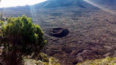 L'enclos Fouqué, le cratère Formica Léo depuis le pas de Bellecombe
