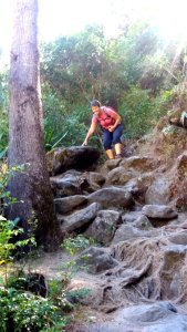 Descente difficile dans les rochers