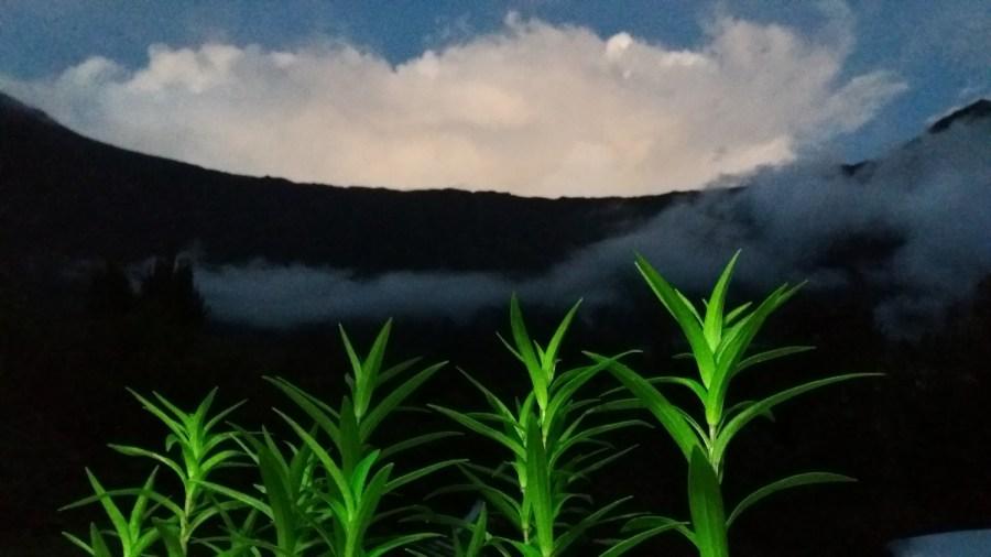 Tombée de la nuit sur la montagne depuis notre gite de Cilaos