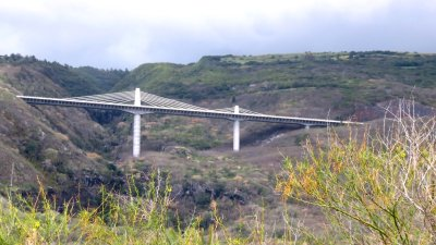 pont à haubans sur le passage de la route des Tamarins - Réunion