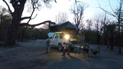 Soirée au bord de la rivière Khwai au camplsite de Mbudi - Botswana