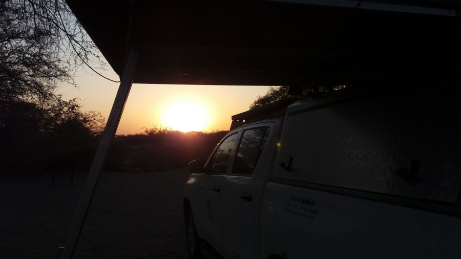 Coucher de soleil au campsite de Khumaga au bord de la rivière Boteti - Botswana