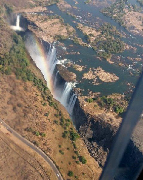 Arc en ciel sur les chutes Victoria - Zimbabwe