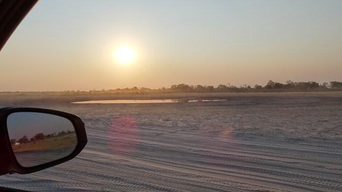 Soleil couchant sur la Réserve de Moremi près du campsite de Third Bridge (Botswana)