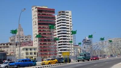 Sur l'avenue Antonio Maceo (Malecon) - La Havane (Cuba)