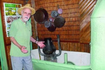 Le propriétaire (91 ans) de La Maison Folio - Hell Bourg (Réunion)