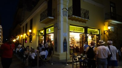 La Vitrola sur La Plaza Vieja de nuit - La Havane (Cuba)