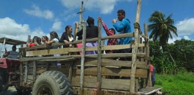 Cubains dans une remorque à Pinar del Rio - Cuba