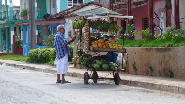 Marchand ambulant à Vinales - Cuba