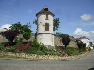 La tour d'angle circulaire - Damazan