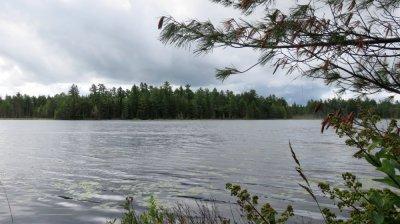 Au bord d'un lac entre Sturgeon Falls et Renfrew - Ontario (Canada)