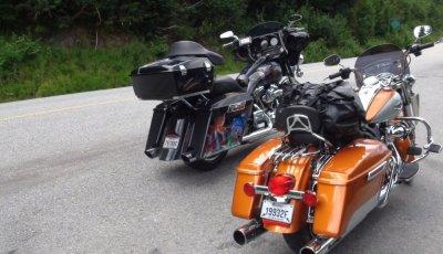 Harley Davidson sur la route entre Whistler et Kamloops - Canada