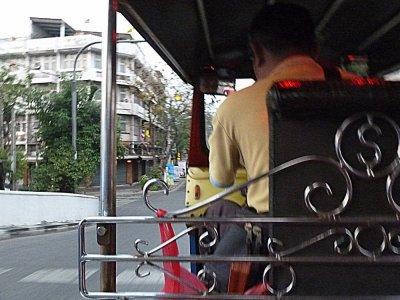 En tuk tuk à Bangkok