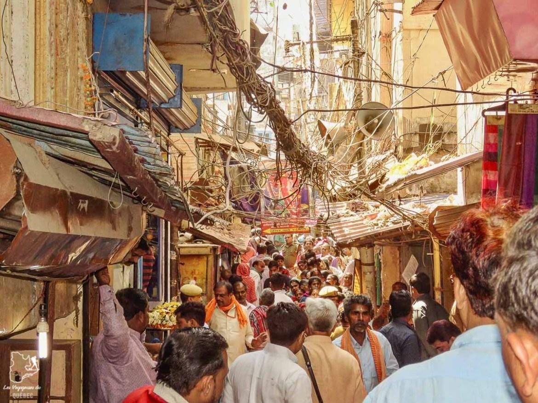 Le chaos dans les rues de Varanasi en Inde dans mon article Varanasi en Inde : mon séjour émouvant dans la capitale spirituelle indienne #varanasi #benares #inde #india #voyage #asie #chaos
