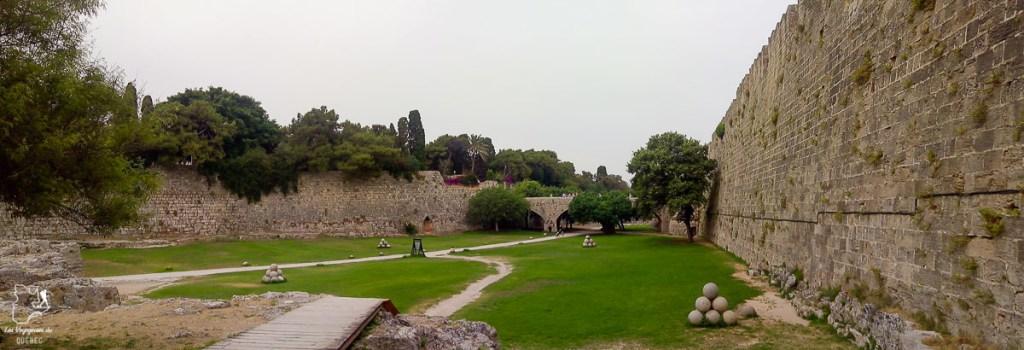 Les fossés de Rhodes dans mon article Rhodes en Grèce : Petit guide pour savoir que faire à Rhodes et visiter #rhodes #ilesderhodes #rhodesengrece #grece #ile