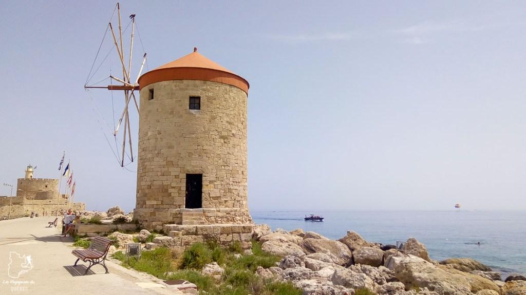 Moulin au port de Mandraki à Rhodes dans mon article Rhodes en Grèce : Petit guide pour savoir que faire à Rhodes et visiter #rhodes #ilesderhodes #rhodesengrece #grece #ile