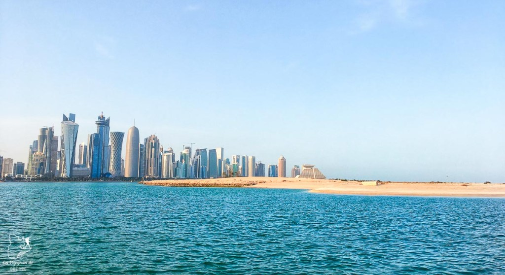 La skyline de Doha dans notre article Visiter Doha au Qatar: Que faire pendant une escale à Doha de 24 heures #doha #qatar #voyage #escale