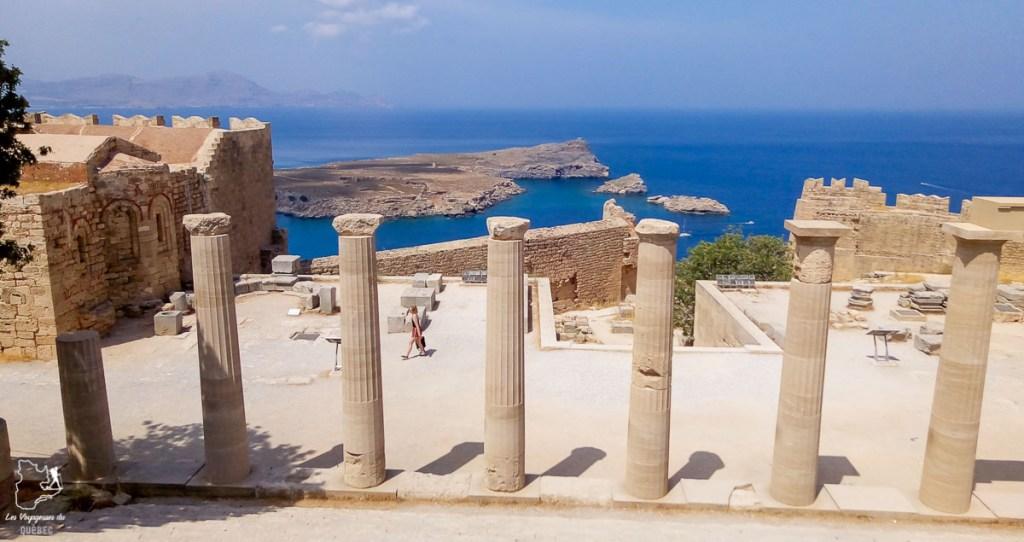 Acropole de Lindos à Rhodes dans mon article Rhodes en Grèce : Petit guide pour savoir que faire à Rhodes et visiter #rhodes #ilesderhodes #rhodesengrece #grece #ile #lindos #acropole