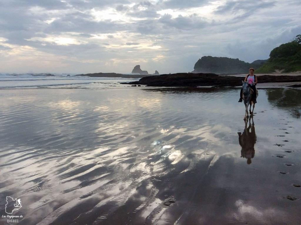 En cheval sur la plage de San Juan del Sur dans mon article Mon voyage au Nicaragua en 10 coups de cœur et incontournables à visiter #nicaragua #voyage #ameriquecentrale #sanjuandelsur #cheval