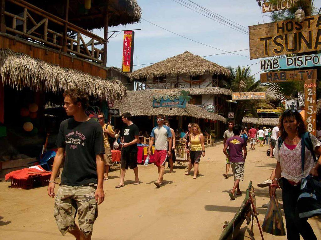 Montañita en Équateur dans notre article Surf en Équateur : Mon expérience dans un camp de surf à Montañita #surf #equateur #campdesurf #montanita