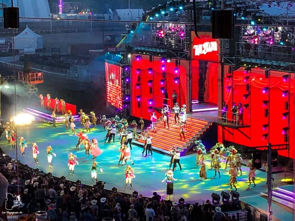 Spectacle en soirée au Stampede de Calgary dans notre article Le Stampede de Calgary : Visiter Calgary au Canada pendant le grand rodéo #stampede #rodeo #calgary #alberta #canada #festival