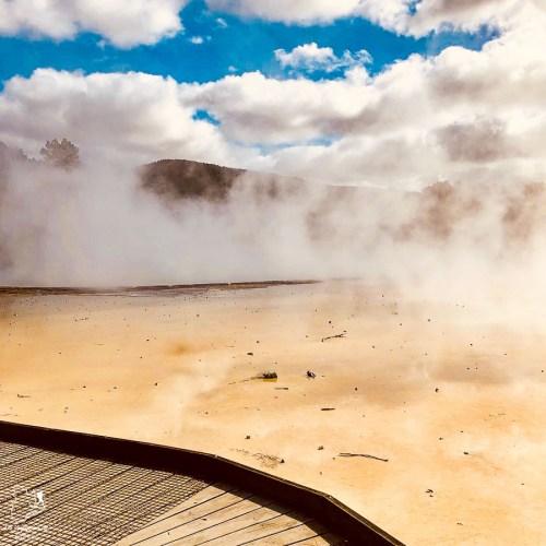 Activité géothermique Wai-O-Tapu à Rotorua dans notre article sur l'Île du Nord en Nouvelle-Zélande : Incontournables et itinéraire de mon road trip #nouvellezelande #oceanie #voyage #iledunord #roadtrip #rotorua