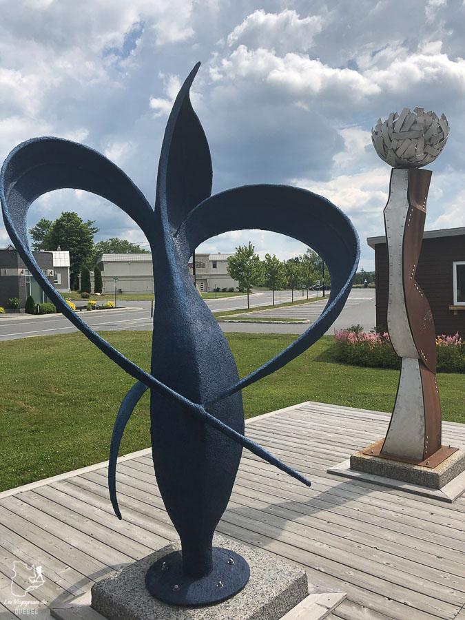 Statues à Mégantic dans notre article Chemin de Compostelle au Québec : Circuit de 6 jours au cœur de Mégantic #compostelle #quebec #megantic #cantonsdelest #marche #pelerinage
