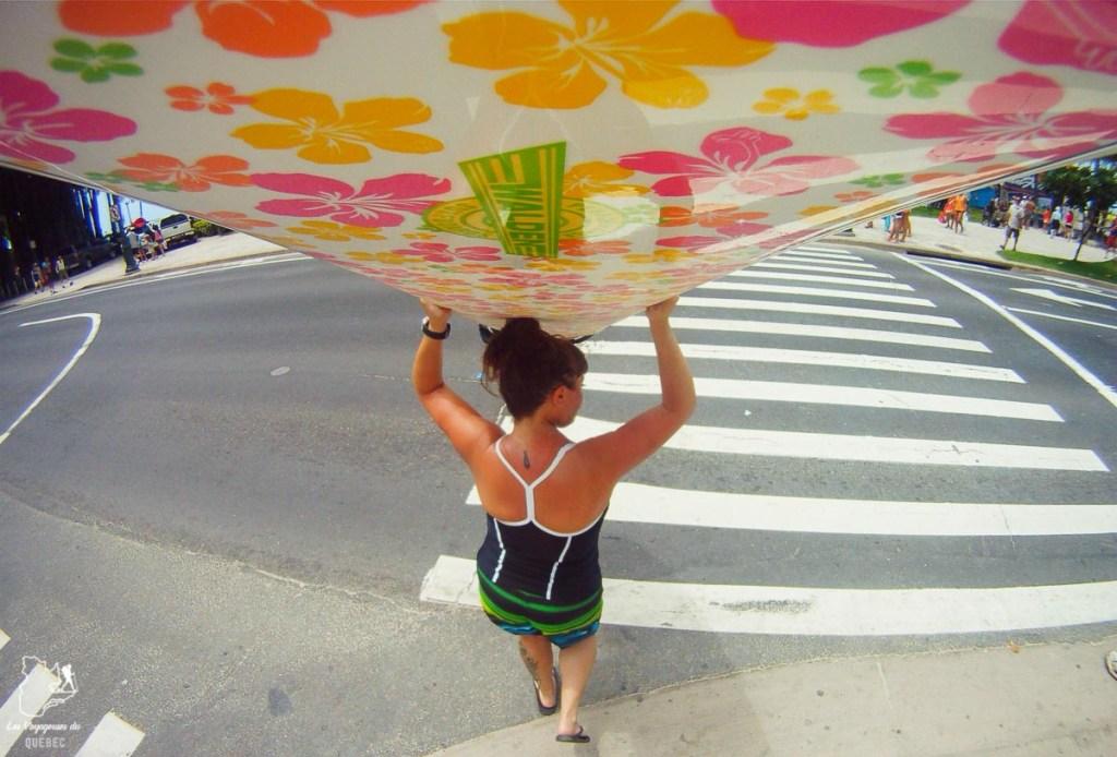 Surf sur l'île d'Oahu dans notre article L'île d'Oahu à Hawaii : Activités incontournables à faire lors d'un road trip #oahu #roadtrip #ile #hawaii