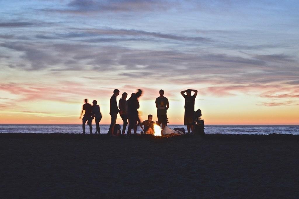 Party avant un grand départ en voyage dans notre article Un grand départ en voyage: lorsque les émotions se bousculent #voyage #longvoyage #granddepart #departenvoyage #emotions