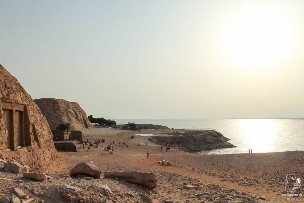 Lac Nasser lors d'un voyage sur le Nil en Égypte dans notre article Le Nil en Égypte : L'itinéraire de mon voyage sur le Nil en train #egypte #nil #afrique #train #voyage #lacnasser