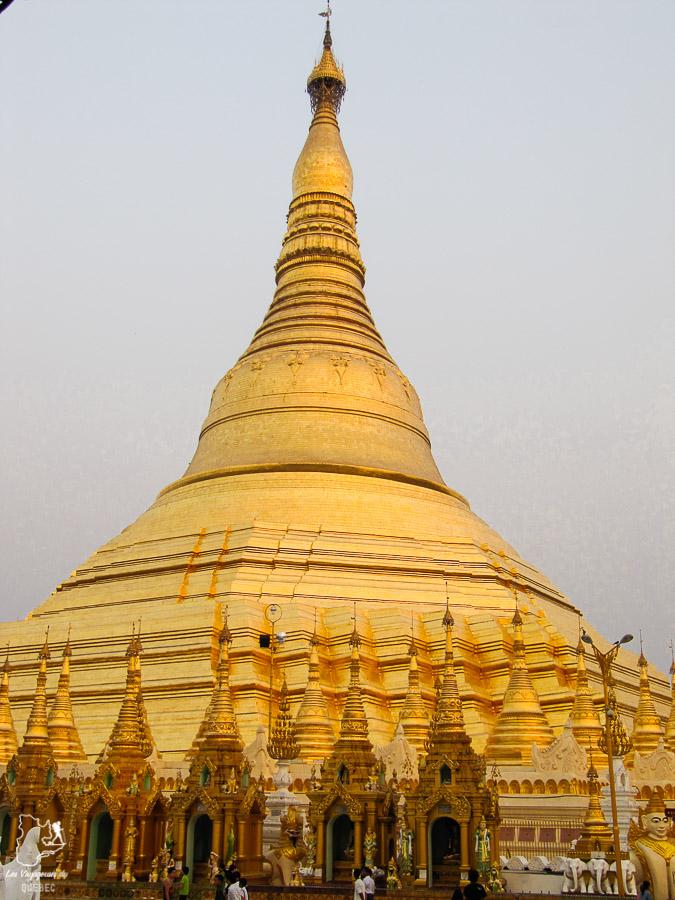 Pagode Shwedagon de Rangoon à visiter au Myanmar dans notre article Voyage au Myanmar : Mes expériences et lieux à visiter au Myanmar #myanmar #birmanie #asie #voyage #itineraire #kalaw #rangoon
