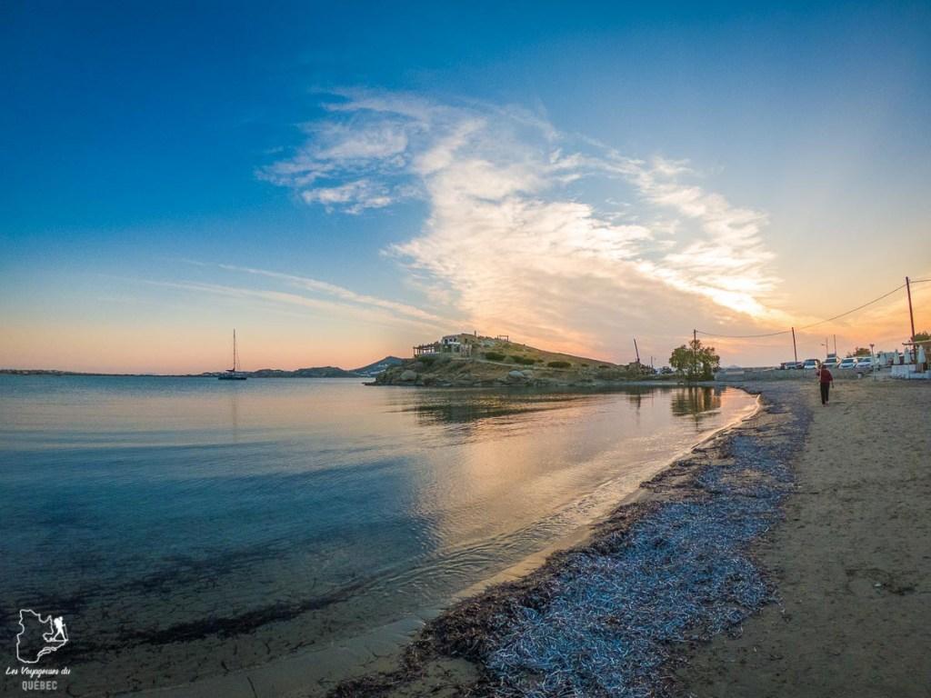 Plage Agios Georgios où manger des olives Kalamata les pieds dans le sable dans notre article La cuisine grecque : 10 expériences culinaires à vivre en Grèce #grece #cuisine #cuisinegrecque #culinaire #experiencesculinaires #voyage #europe #nourriture