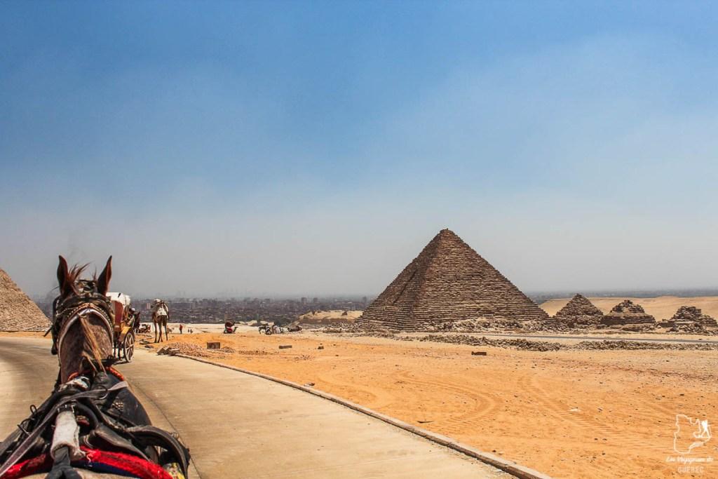 En calèche pour voir les pyramides de Gizeh dans notre article Le Nil en Égypte : L'itinéraire de mon voyage sur le Nil en train #egypte #nil #afrique #train #voyage #pyramides